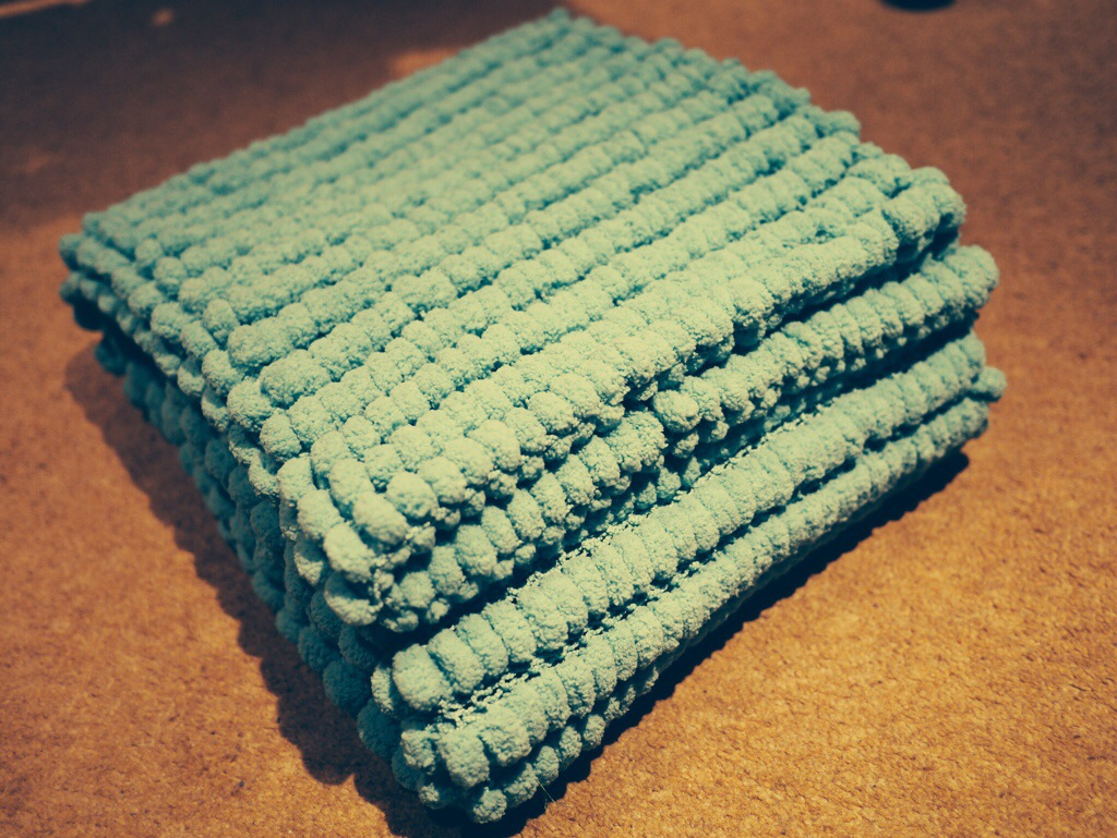 Craft: Snuggly Pompom Blanket | At Home With The Joneses